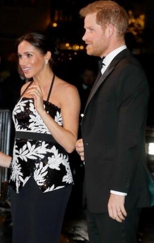 Новый светский выход: Меган Маркл и принц Гарри посетили театр в Лондоне (ФОТО+ВИДЕО)