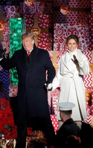 Первая пара США зажгла огни на главной рождественской елке страны (ФОТО+ВИДЕО)