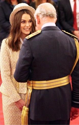 Кира Найтли была награждена почетным орденом Британской империи (ФОТО)