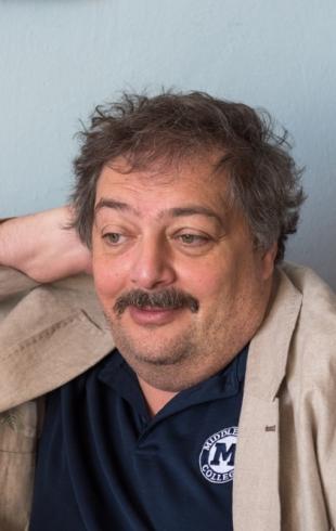 Писателя и журналиста Дмитрия Быкова ввели в искусственную кому