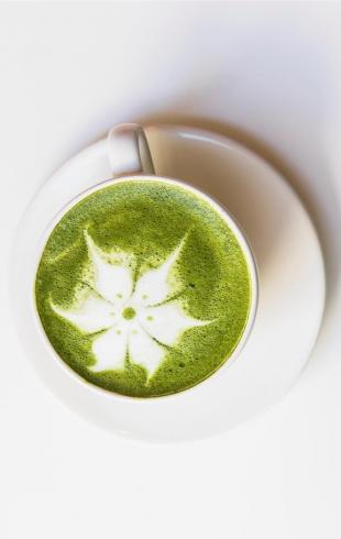 Чай матча: суперфуд, который очищает и замедляет старение кожи
