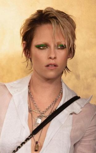 С неоновыми стрелками и в дерзком наряде: Кристен Стюарт блеснула на презентации Chanel (ФОТО+ГОЛОСОВАНИЕ)