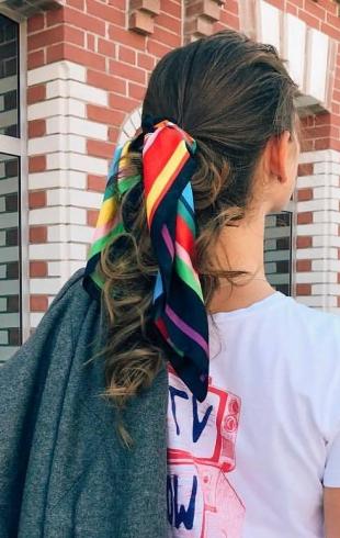 Стильные образы с модными аксессуарами для волос 2019