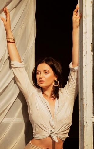 """Почему Оля Цибульская не показывает мужа? Ответ в новом клипе """"Море"""" (ВИДЕО)"""