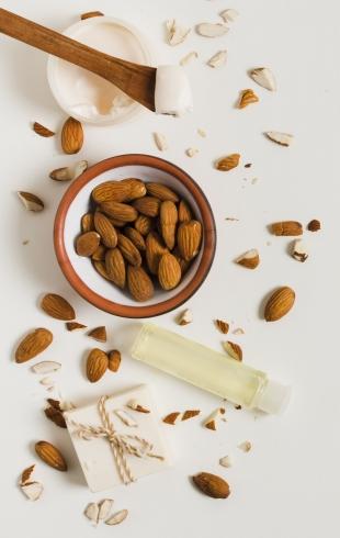 7 способов использования миндального масла