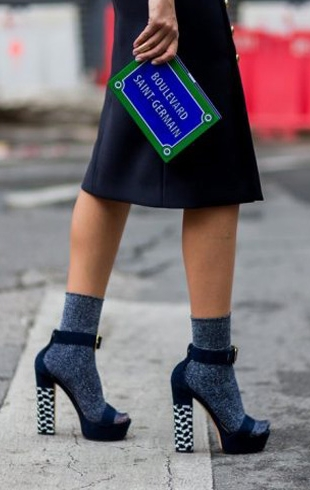 С туфлями, босоножками и ботинками: учимся носить носки