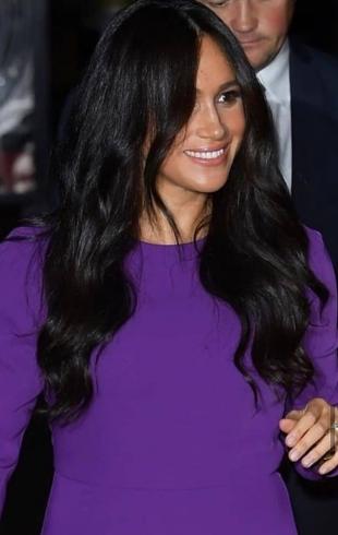 Фиолетовый ей к лицу: Меган Маркл в роскошном образе появилась на саммите One Young World в Лондоне
