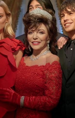 Очень атмосферно: Джоан Коллинз появилась в рождественской кампании Valentino (ВИДЕО)