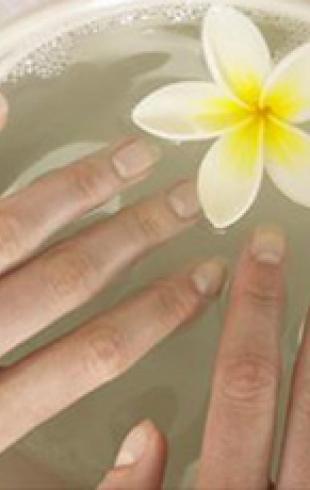 Не ноготки, а загляденье. Как справиться с сезонными проблемами ногтей?