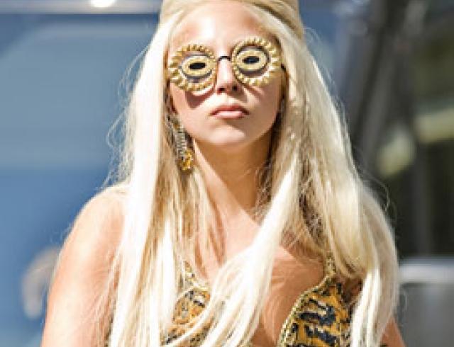 Леди Гага упала на съемках для Vanity Fair. ФОТО