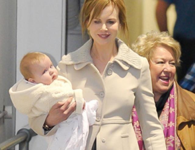Николь Кидман с дочерьми в аэропорту Сиднея. ФОТО