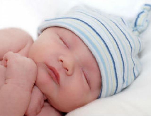 Ребенок часто плачет перед сном: что делать?