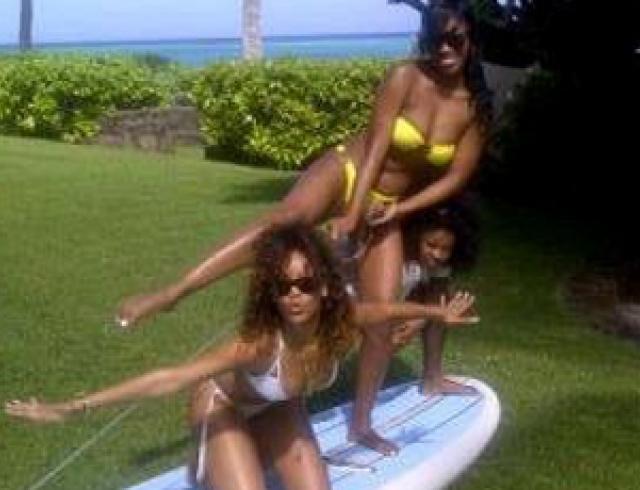 Рианна показала фото с отдыха на Гавайях