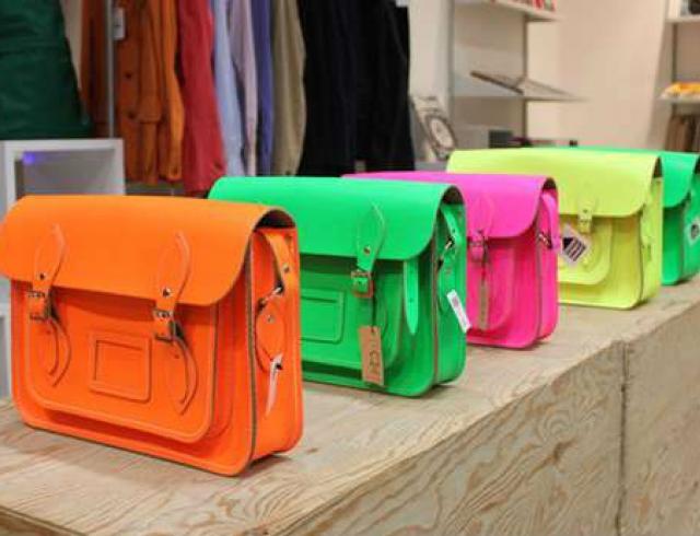 Street fashion: образы с сумками Cambridge Satchel