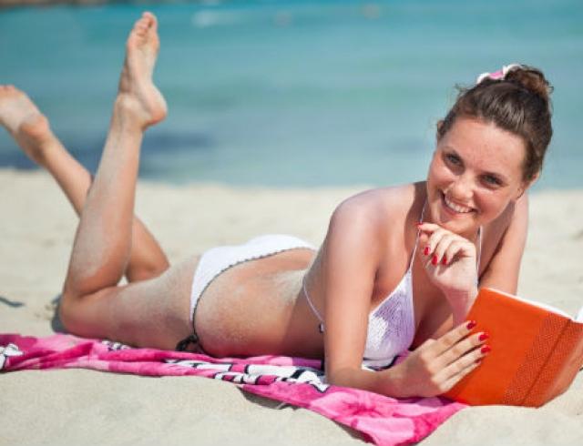 Что читать в отпуске? Лучшие новинки лета