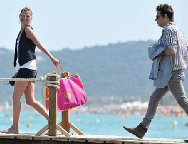 Кейт Мосс отдыхает с мужем и друзьями в Сен-Тропе