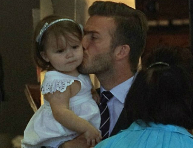 Папина дочка: Дэвид Бекхэм целует Харпер. Фото