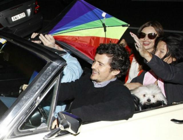 Миранда Керр с сыном и мужем прокатились на кабриолете. Фото
