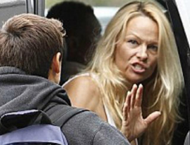Памела Андерсон появилась на людях без макияжа. Фото