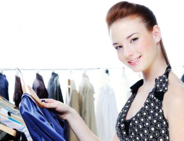 Какую носить одежду женщине с маленькой грудью? Видео