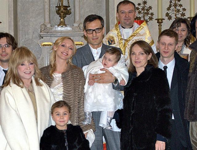 Алла Пугачева стала крестной своей внучки Клавдии. Фото