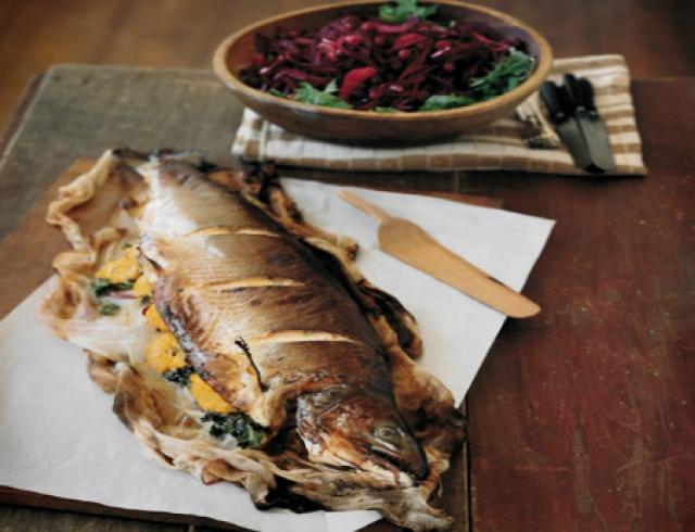 Новогодний рецепт: запеченный лосось с вином и апельсинами
