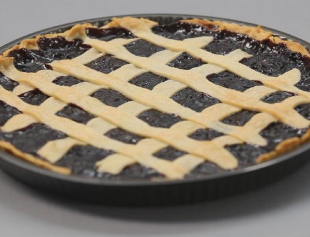 Песочный пирог с ягодами и фруктами. Видео-рецепт