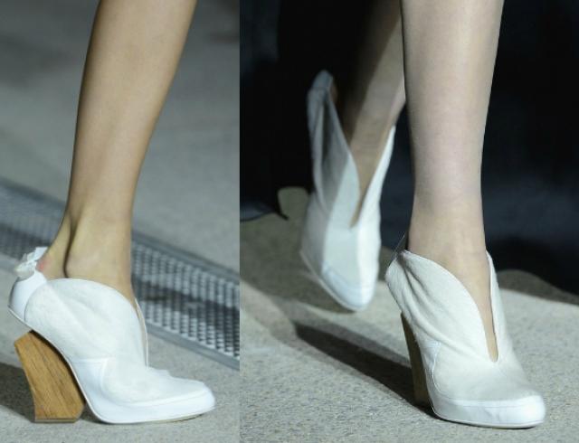 Туфли с деревянным каблуком от John Galliano