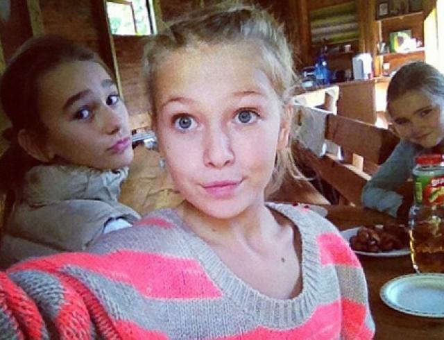 Дочь Брежневой снова выложила свои снимки в Сети. Фото