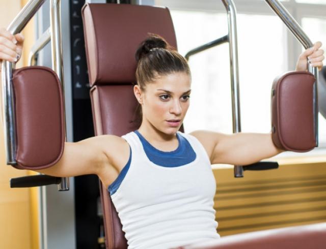 Как накачать грудь в домашних условиях: фото и видео упражнений
