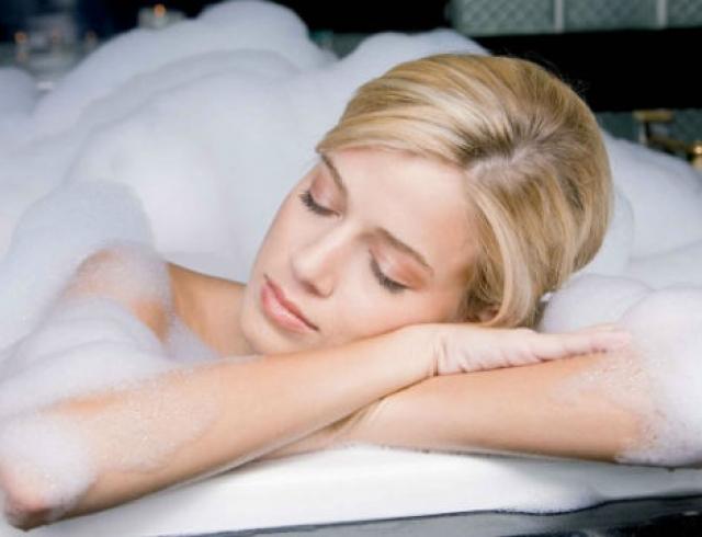 Как приготовить расслабляющую ванну?