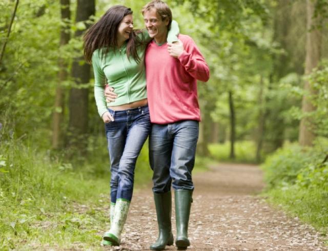 Как приучить семью к весенним пешим прогулкам?