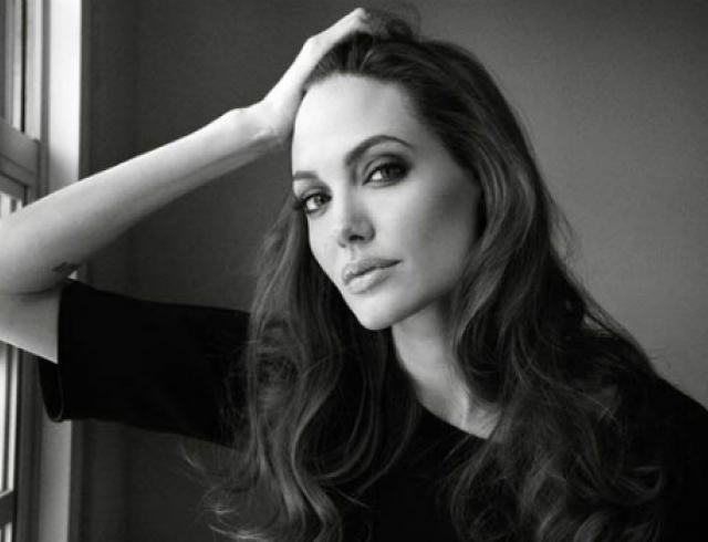 Анджелина Джоли откроет школу для девочек в Афганистане