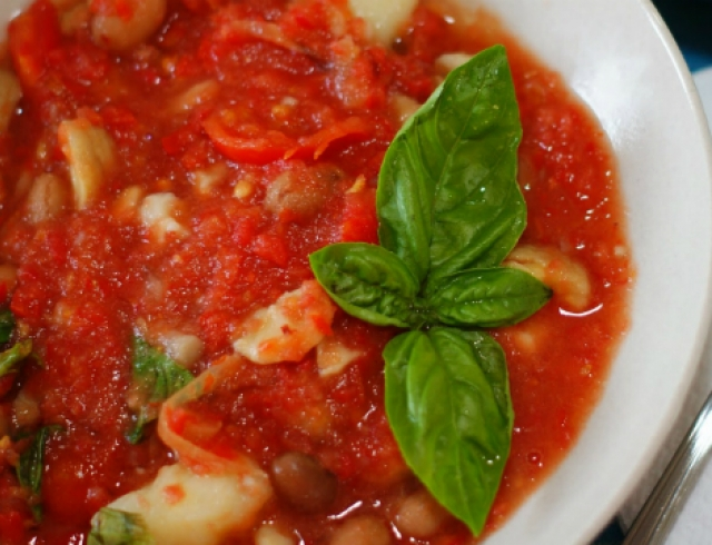 Постное блюдо: греческий суп фасолада