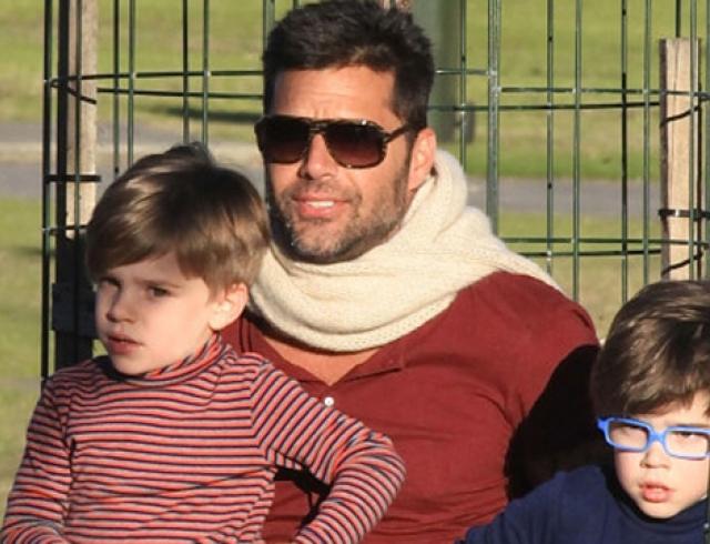 Рики Мартин отдохнул с сыновьями в парке
