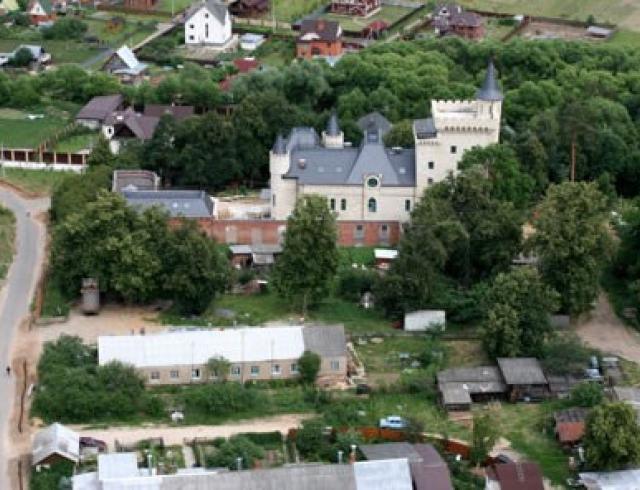 Как выглядит интерьер замка Галкина и Пугачевой в деревне Грязь