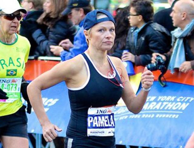 Памела Андерсон пробежала марафон и собрала $76 тыс