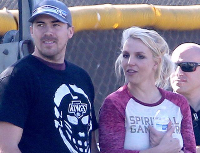 Бритни Спирс с сыновьями, бойфрендом и экс-супругом посетила матч