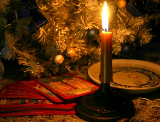 Как гадать в ночь перед Рождеством: добрые праздничные традиции