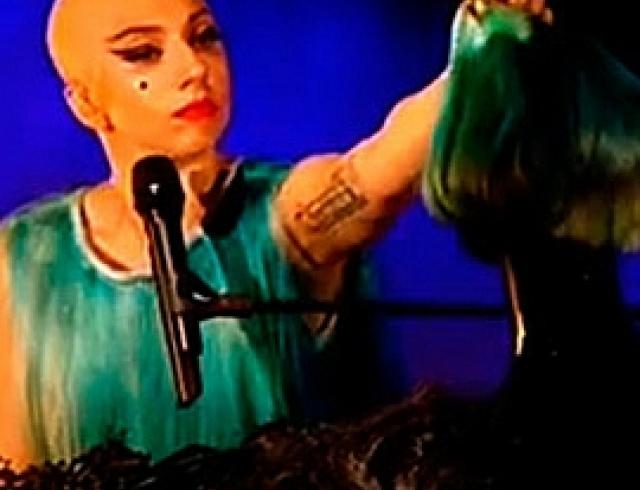 Леди Гага: что бы такого сделать плохого? А не побрить ли мне голову? ФОТО