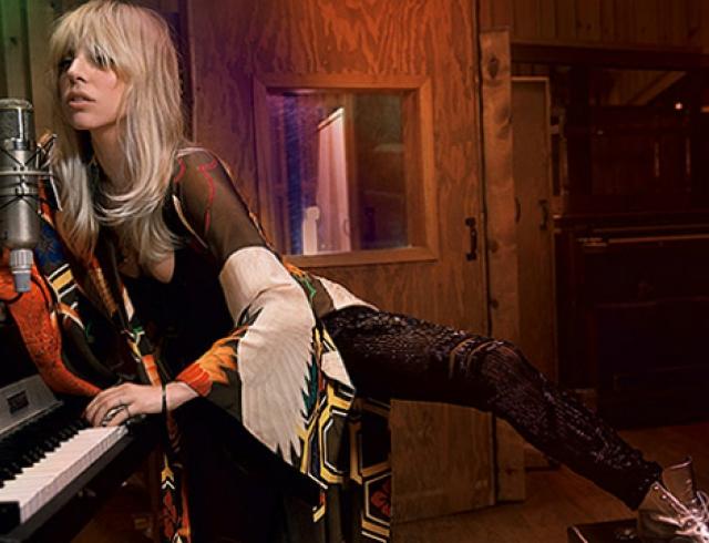 Леди Гага снялась в новой фотосессии для модного глянца