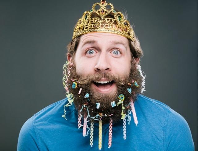 Как украшать бороду: листаем календарь с бородачами