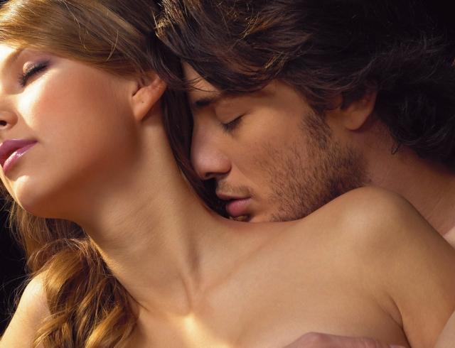 Куда целовать, чтобы возбудить: места для поцелуев