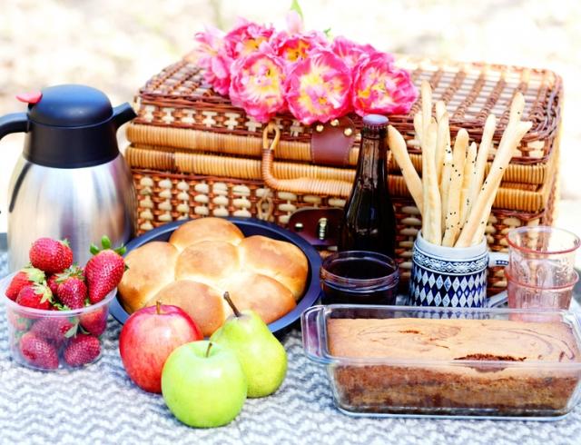 Что положить в корзину для пикника: идеи перекусов на природе
