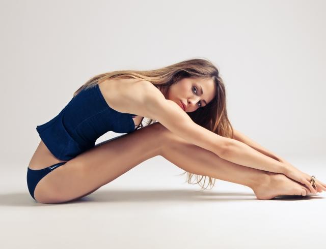 Как облегчить тяжесть ног в жару, если у тебя варикоз