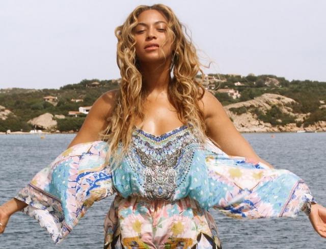 Как отдыхают звезды: Бейонсе в Неаполе