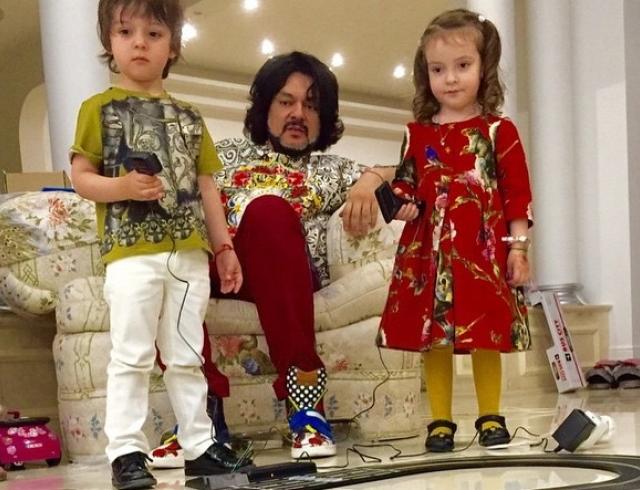 Поп-король эстрады Филипп Киркоров показал своих подросших деток