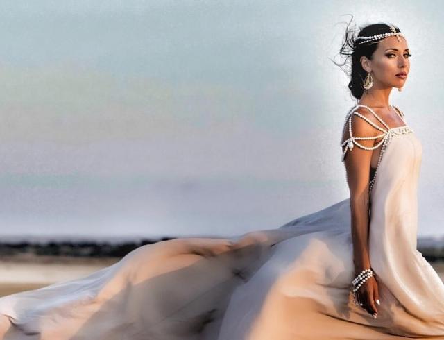 Греческая богиня Алсу: певица выпустила чувственный клип, который сняли на Кипре