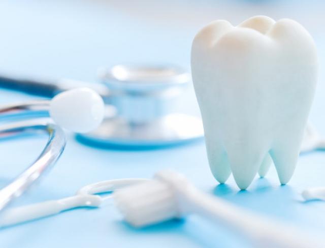 Чтобы зубы сияли здоровьем и белизной: выбираем средства по уходу