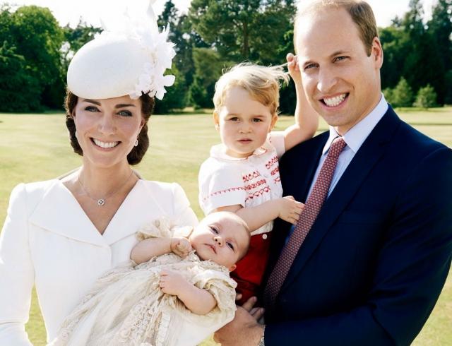 Как королевская семья готовится к Рождеству: Джордж прыгает вокруг, как маленький кролик